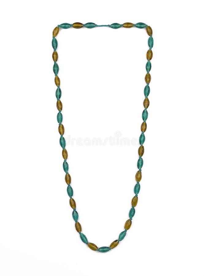 Kvinnlig halsband med gräsplan- och gulingstycken arkivbilder