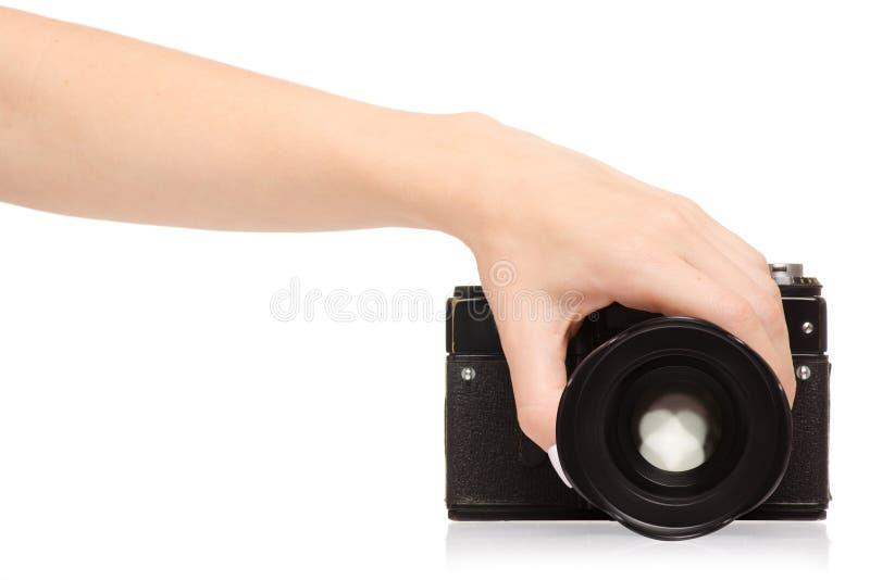Kvinnlig hand som rymmer en kamera royaltyfria bilder