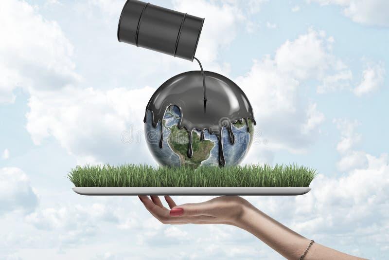 Kvinnlig hand som rymmer jordjordklotet täckt med svart tjock flytande från svart oljatrumma på modell för grönt gräs på blå himm stock illustrationer