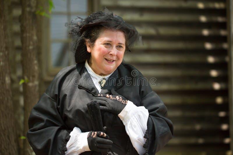 Kvinnlig inb?rdeskrig Reenactor royaltyfria foton