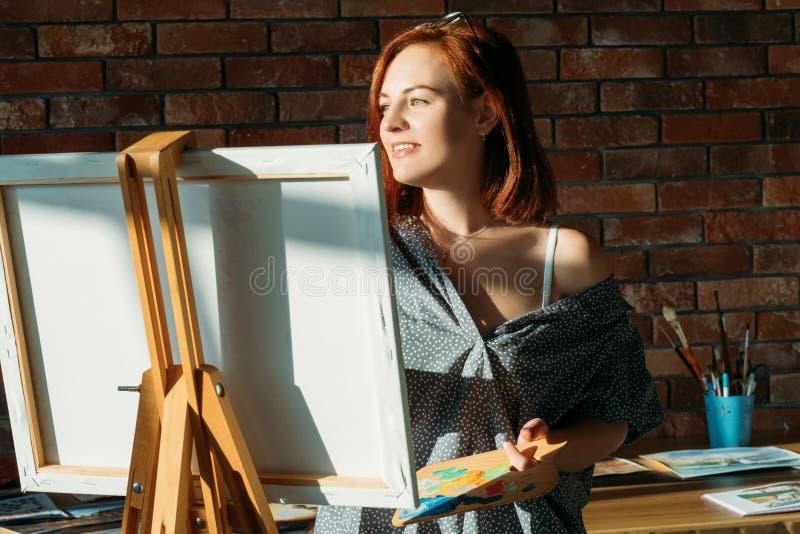 Kvinnlig kanfas för fin inspiration för konstnärarbetsstudio arkivfoton