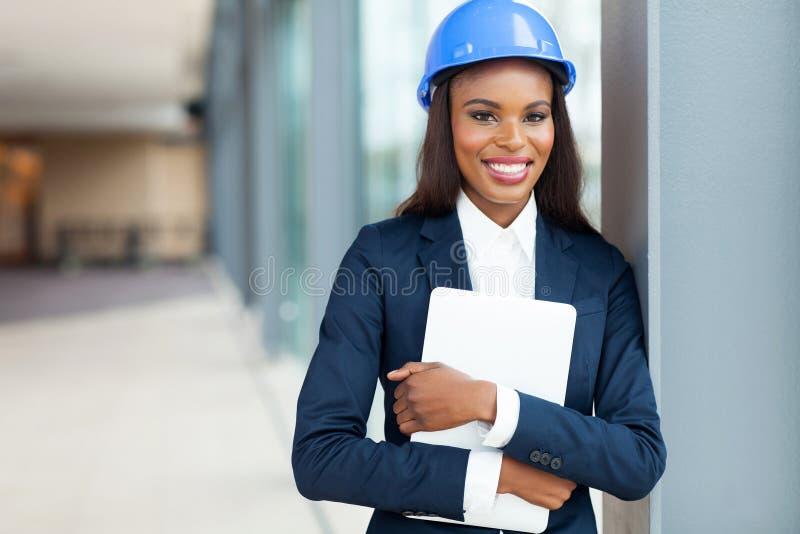 Kvinnlig konstruktionstekniker arkivbilder