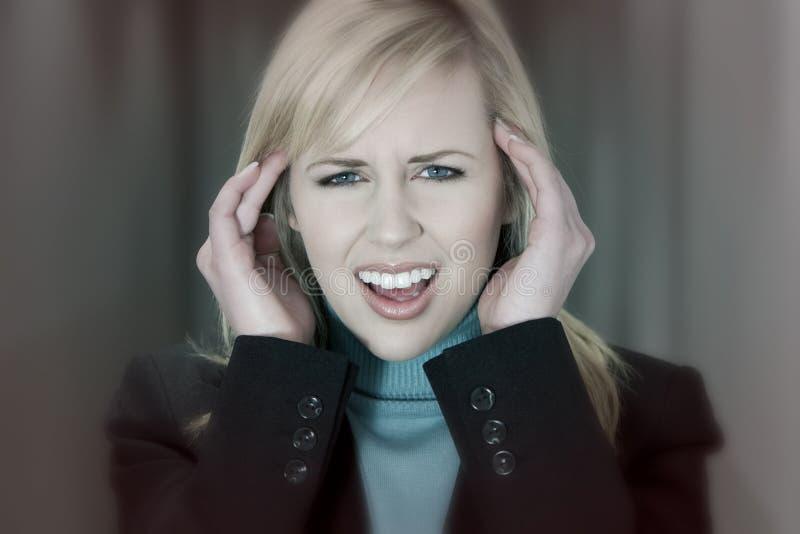 Kvinnlig kvinna med spänningsmigränhuvudvärk royaltyfria bilder