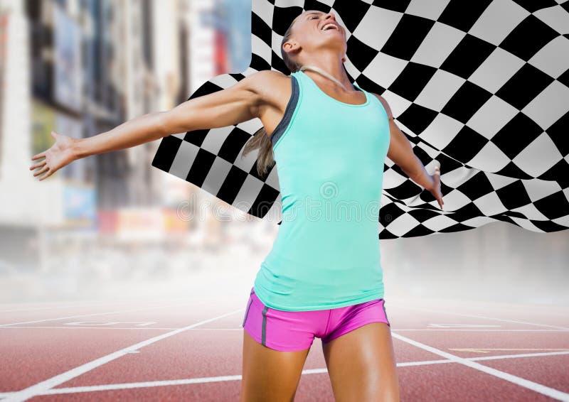 Kvinnlig löpare på spår mot den oskarpa gatan och rutig flagga fotografering för bildbyråer