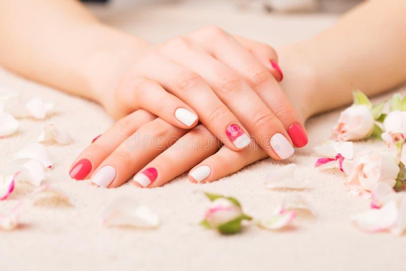 Kvinnlig manicure arkivbild