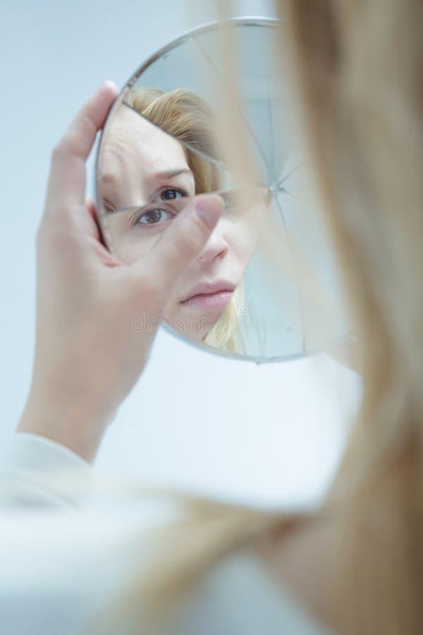 Kvinnlig med bipolär dosorder royaltyfri bild