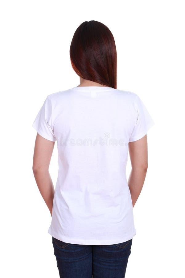 Kvinnlig med den tomma t-skjortan (den tillbaka sidan) arkivfoto