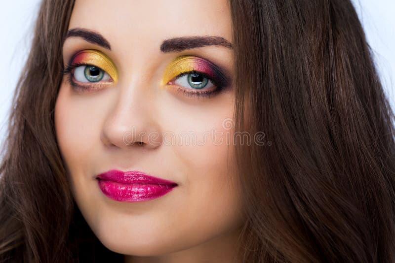 Kvinnlig med ljus makeup arkivbild