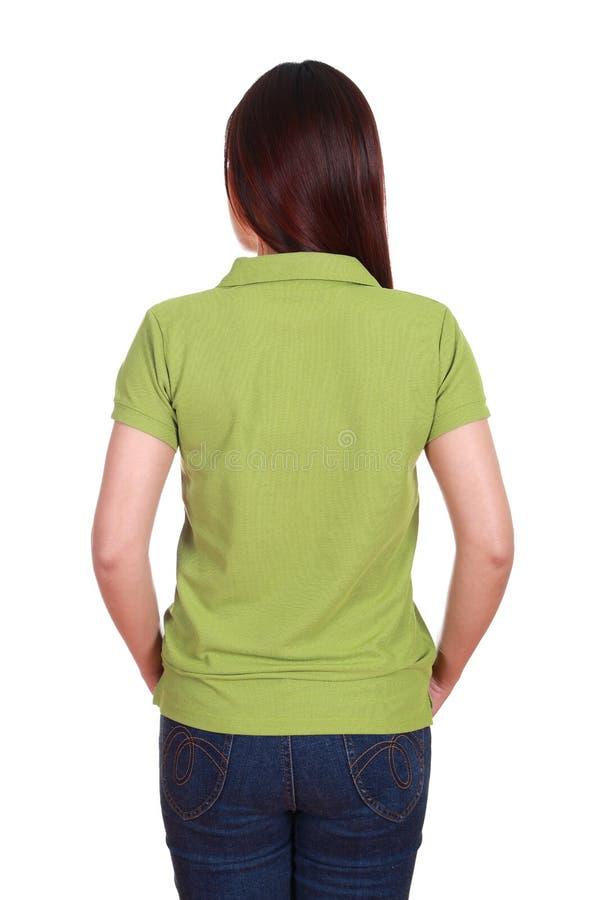 Kvinnlig med skjortan för mellanrumsgräsplanpolo (den tillbaka sidan) arkivfoto