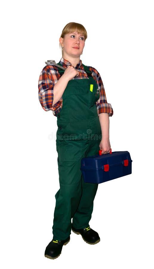 Kvinnlig mekaniker eller rörmokare med den justerbara skiftnyckeln som isoleras på vit bakgrund arkivfoto