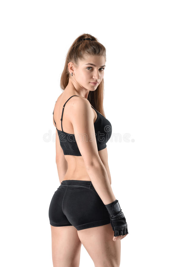 Kvinnlig modell för kondition som tillbaka ser till kameran royaltyfri foto