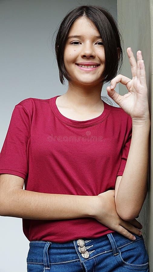 Download Kvinnlig och ok tecken arkivfoto. Bild av okay, barn - 106829610