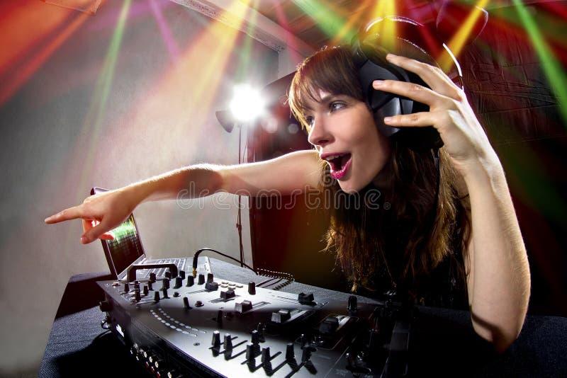 Kvinnlig partidiscjockey arkivfoton