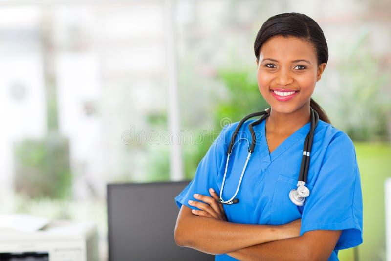 Afrikansk amerikansjuksköterska fotografering för bildbyråer