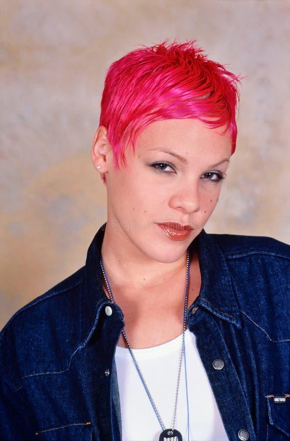 Kvinnlig sångare Pink royaltyfria bilder