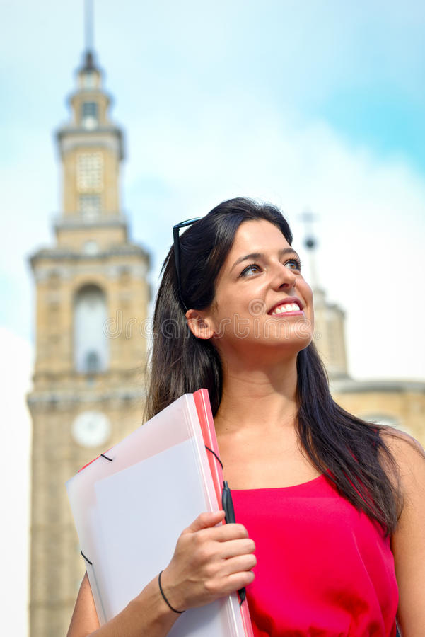 Kvinnlig universitetsstudentframgång arkivbilder