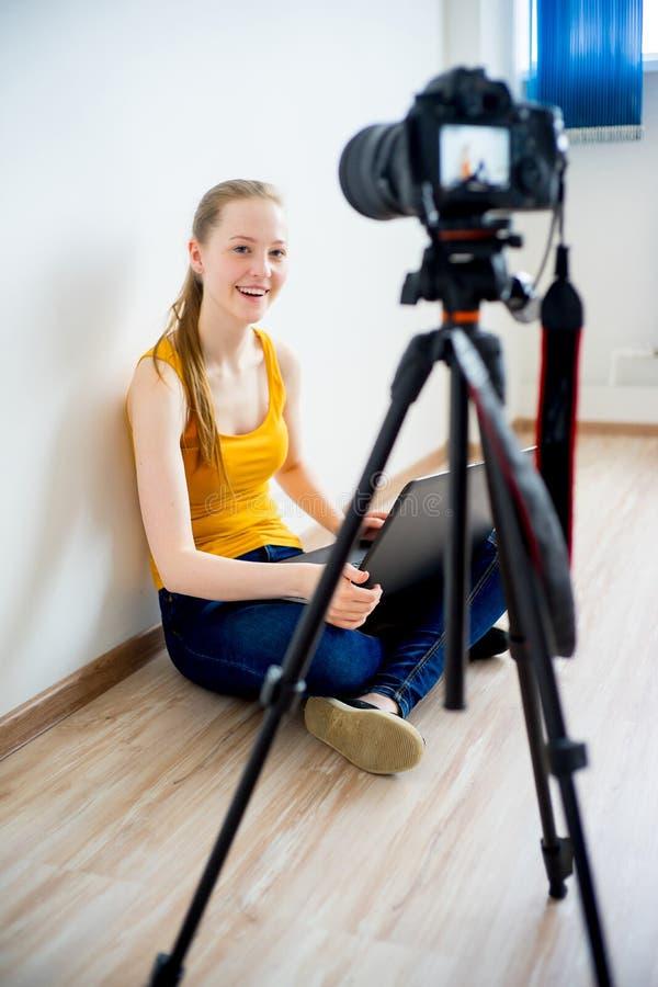 Kvinnlig video blogger royaltyfria foton