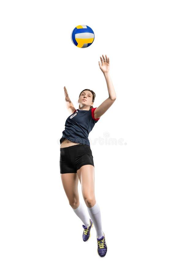 Kvinnlig volleybollspelare som slår bollen fotografering för bildbyråer