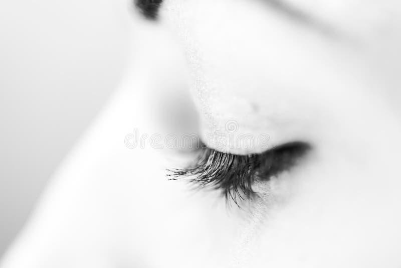 Download Kvinnliga ögonfrans I Svartvitt Arkivfoto - Bild av ögon, iris: 76703050