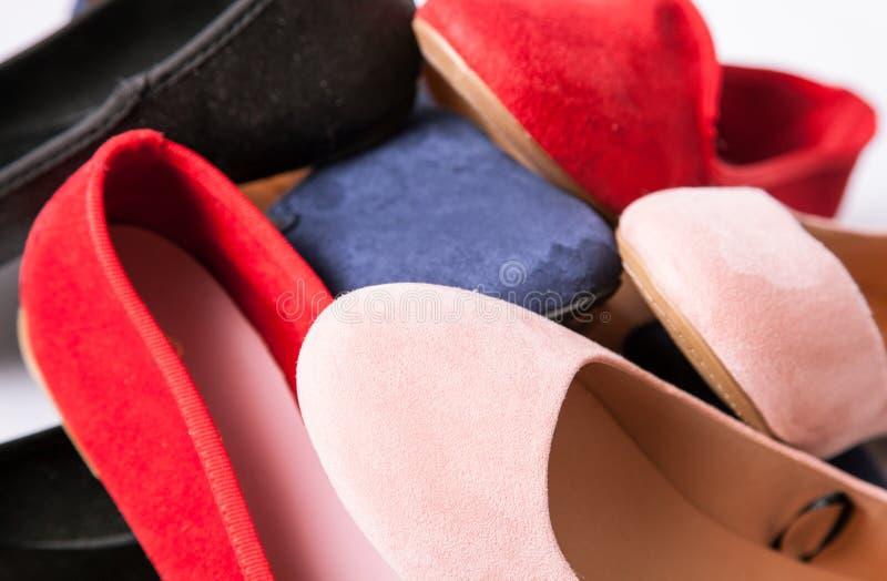 Kvinnliga balettskor på låga häl royaltyfria foton