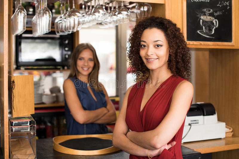 Kvinnliga baristas royaltyfria foton