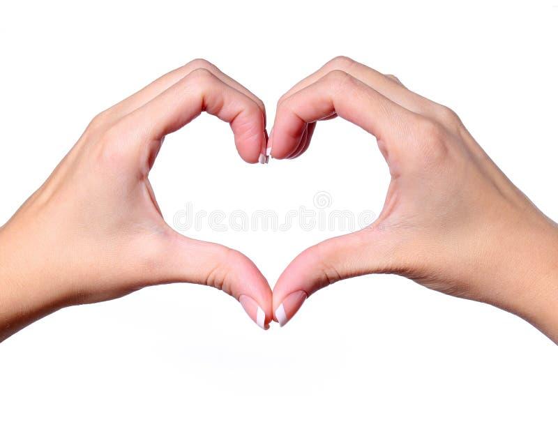 Kvinnliga händer som gör en hjärta att forma isolerat arkivbild