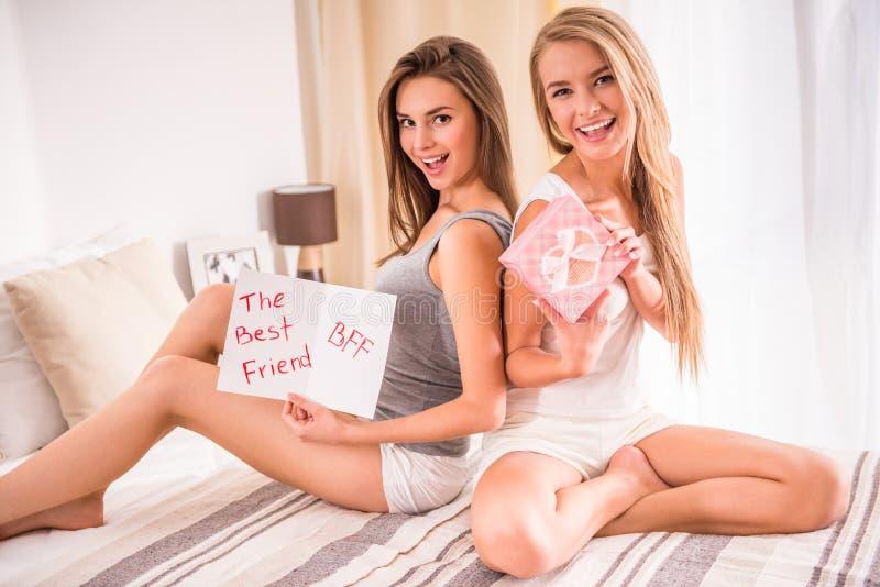 Kvinnliga vänner arkivfoton