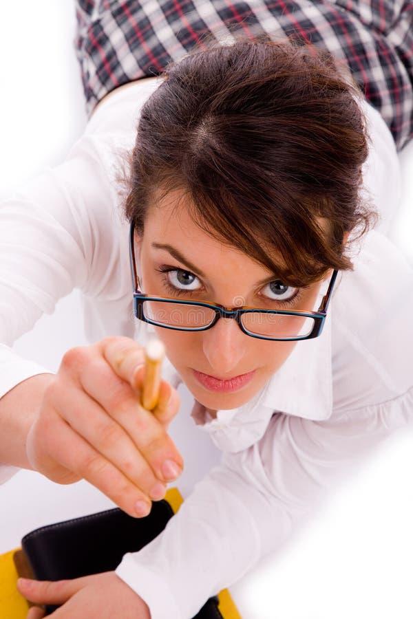 kvinnligblyertspenna som pekar deltagaren arkivfoton
