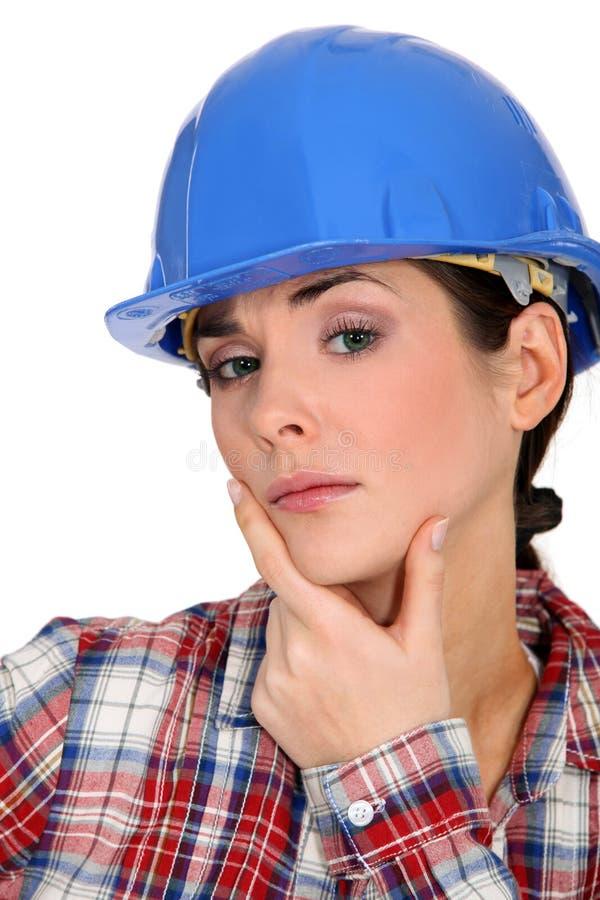 Kvinnligbyggnadsarbetare arkivfoto
