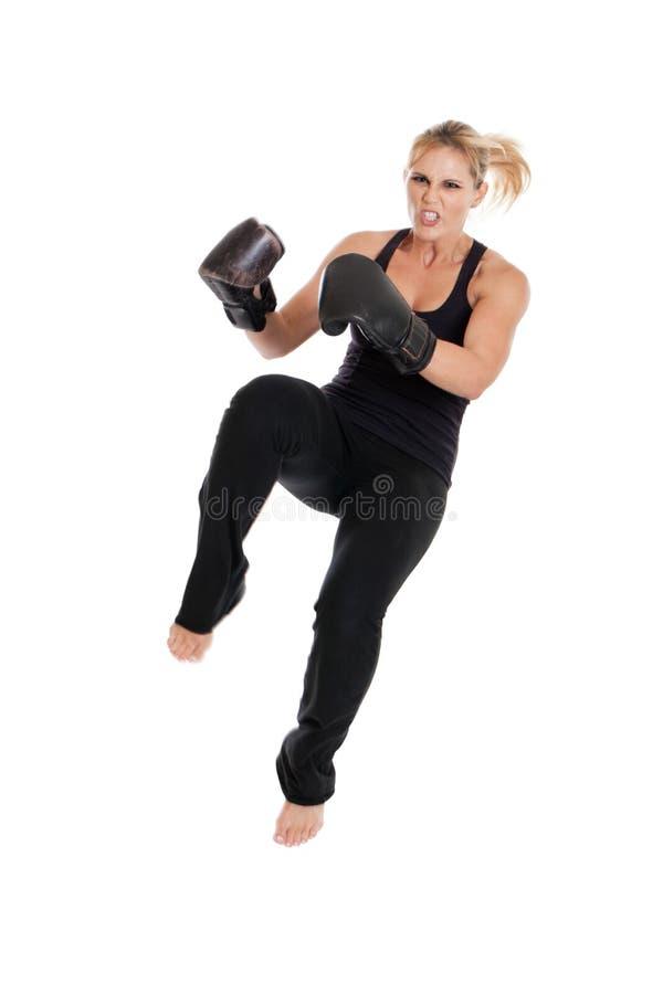 Kvinnligkickboxer royaltyfria foton