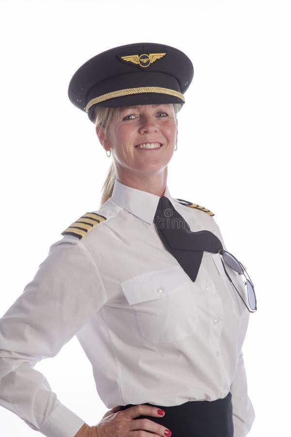 Kvinnligpilot i likformig arkivfoton