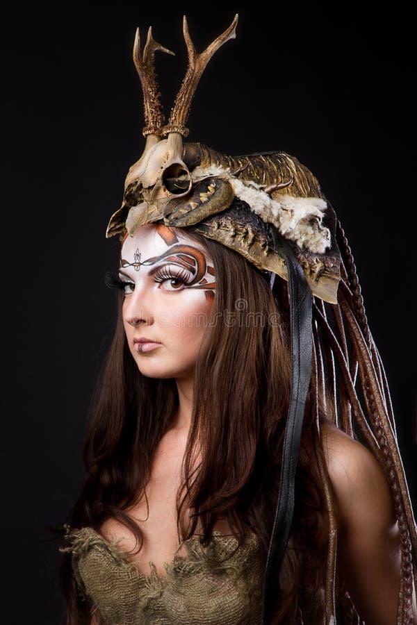 kvinnligstående viking royaltyfria foton