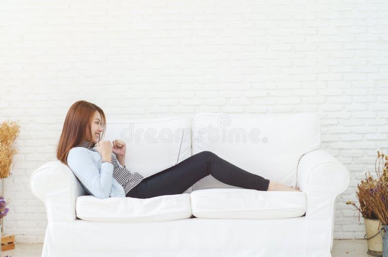 Kvinnor är funktionsdugliga och lyckliga royaltyfri fotografi