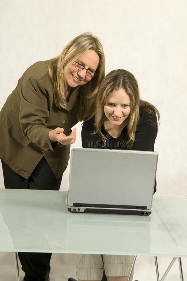 kvinnor för affärsmöte arkivfoton