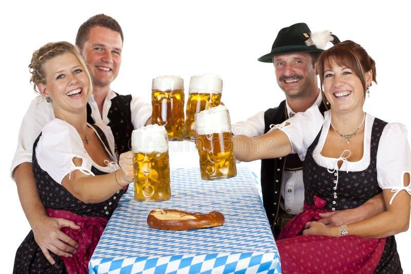 kvinnor för män för bavarianöldrink mest oktoberfest arkivfoton