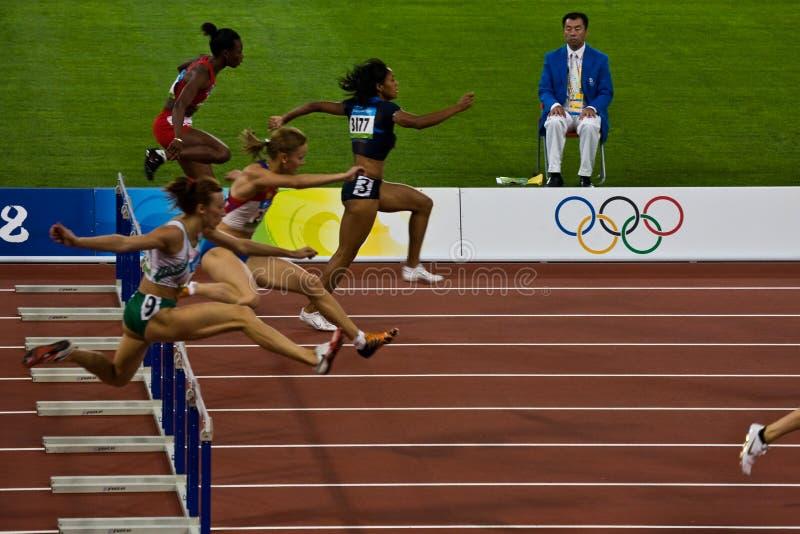 kvinnor för race för 100m häck olympic royaltyfria bilder