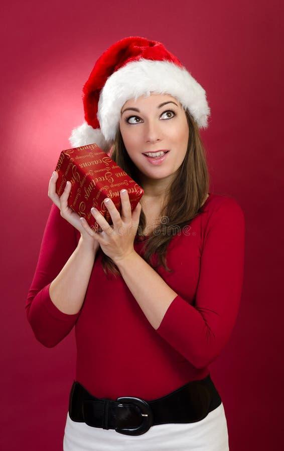 Download Kvinnor med den röda gåvan fotografering för bildbyråer. Bild av lyckligt - 27284367