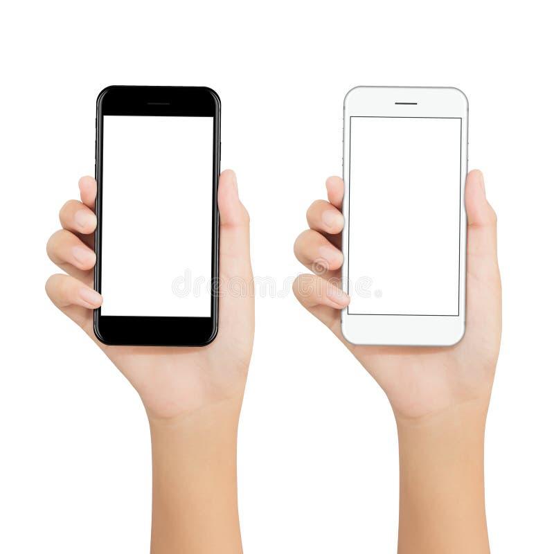 Kvinnor rymmer telefonen som visar skärm för den tomma skärmen på vit backgroun fotografering för bildbyråer