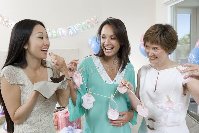 Kvinnor som tycker om på en baby shower royaltyfria foton