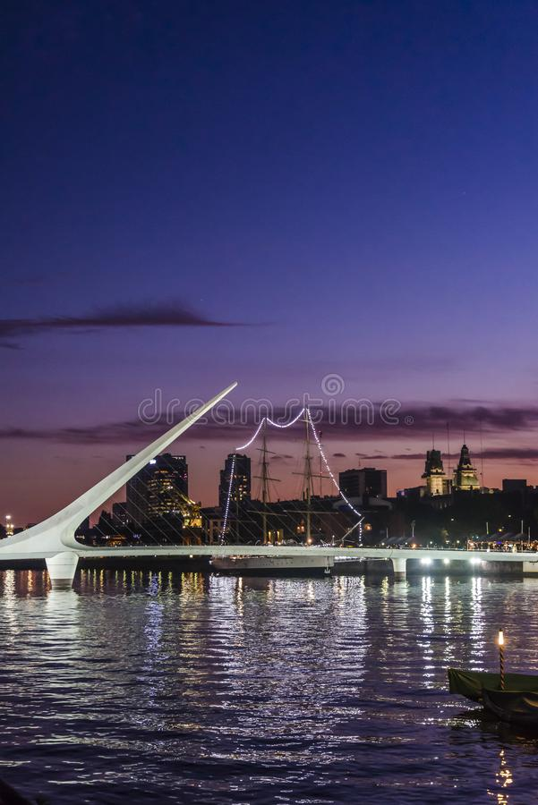 Kvinnors bro, Puerto Madero, Buenos Aires, Argentina arkivfoto