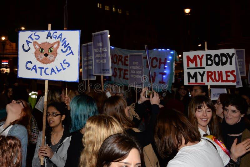 Kvinnors enda marsch i den London återkräva natten 2014 royaltyfri bild