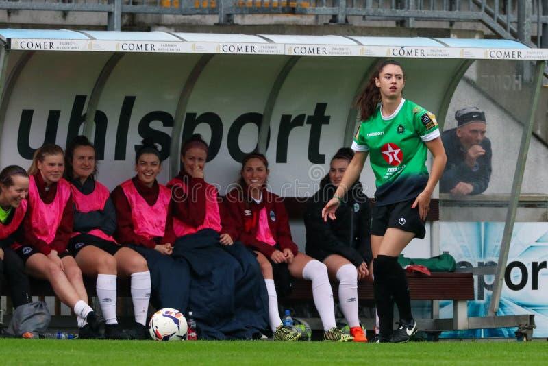 Kvinnors lek för nationella liga: Galway WFC vs Peamount förenade arkivfoton