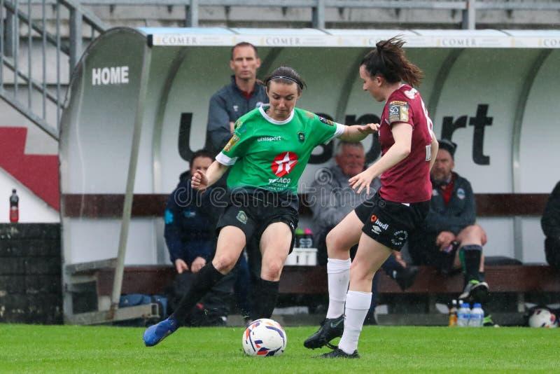Kvinnors lek för nationella liga: Galway WFC vs Peamount förenade royaltyfria bilder