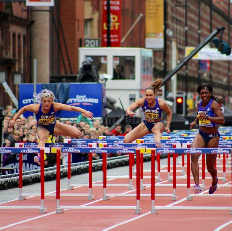 Kvinnors spelar den stora staden för 100m häckar Manchester 2015 fotografering för bildbyråer