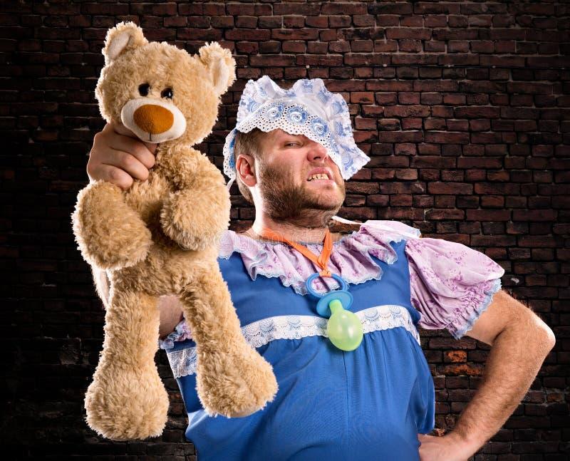 Kwade mens met teddybeer royalty-vrije stock fotografie