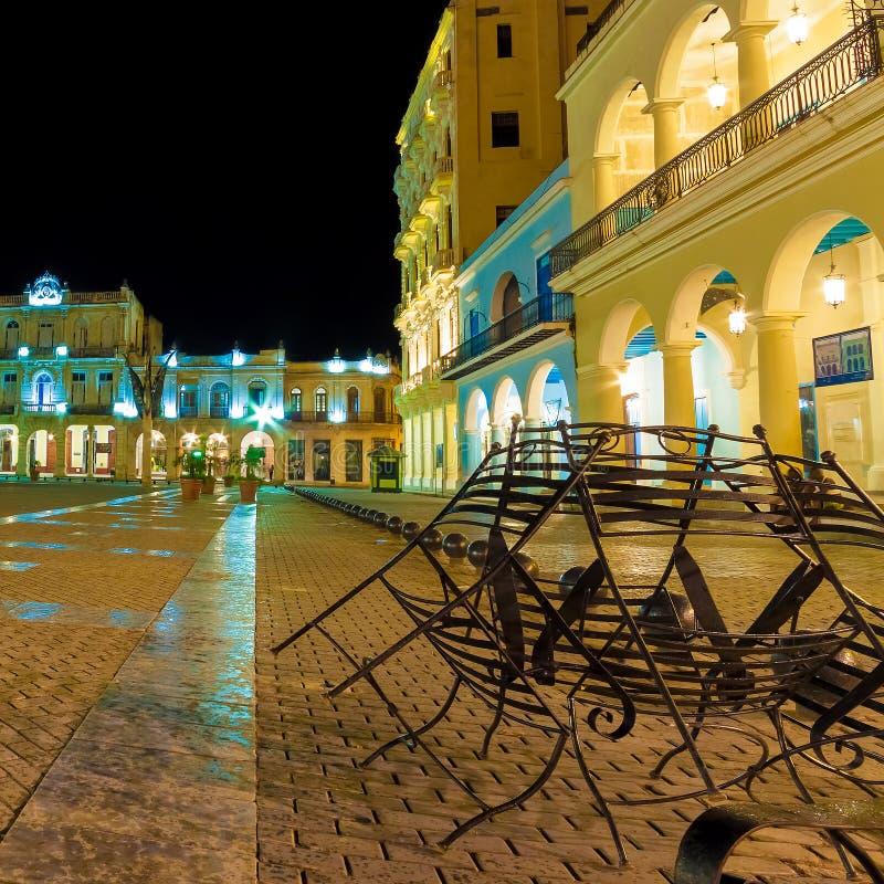 Kwadrat w Starym Havana iluminującym przy noc obrazy stock