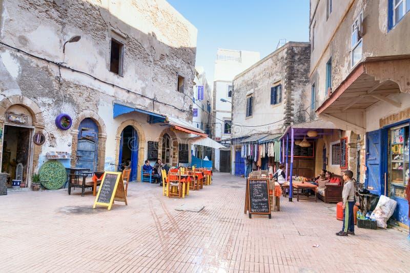 Kwadrat z restauracjami w Medina Essaouira Maroko obraz royalty free