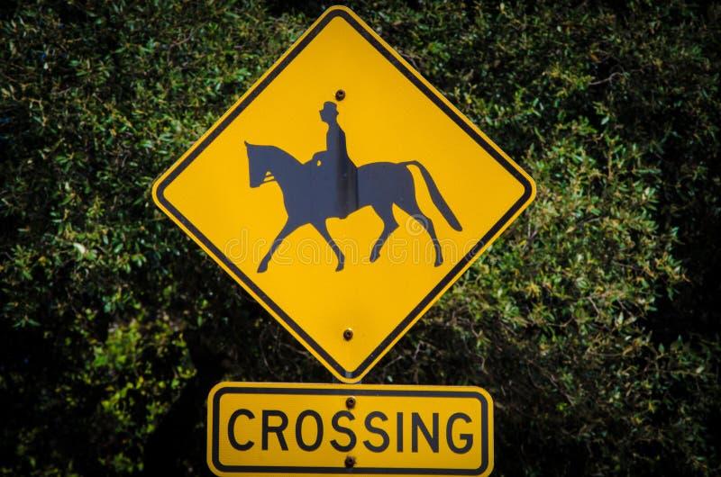 Kwadratowy żółty Koński skrzyżowanie znaka zdjęcia royalty free