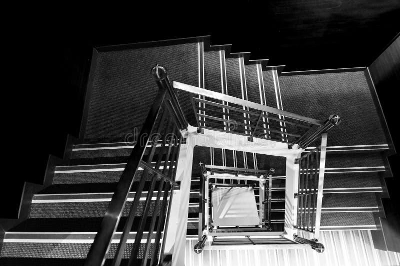 Kwadratowy schody w BW obraz stock