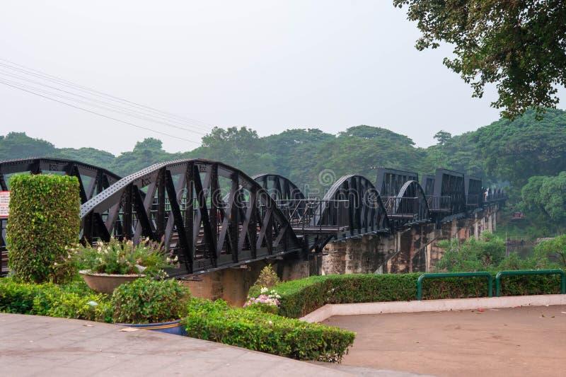 Kwai flodbro, en gammal historisk byggnad royaltyfri foto